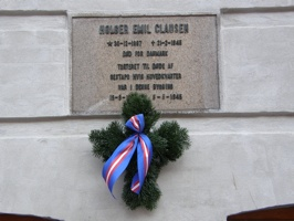 Commemoration plaque for one of the freedom fighters, decorated with the ribbon of the freedomfighters